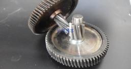 螺旋齿轮降低电动提升机磨损