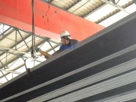 永磁吸盘吊装钢板节省人力多张吊运