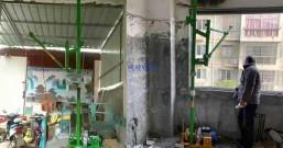 室内折臂小吊机安装在三轮车上面吊油桶