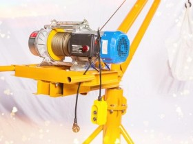 室内小吊机噪音可能是多功能提升机坏了