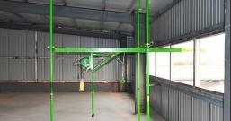 印刷厂使用室内小吊机吊运纸张