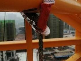 上下塔吊防坠器安装在哪个位置