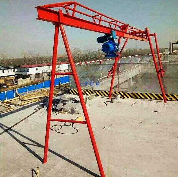四柱直滑式吊运机