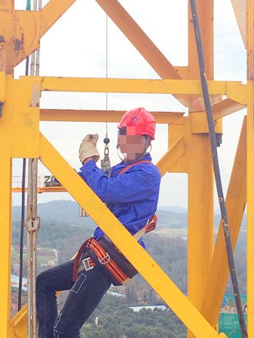 塔吊防坠器安装使用中