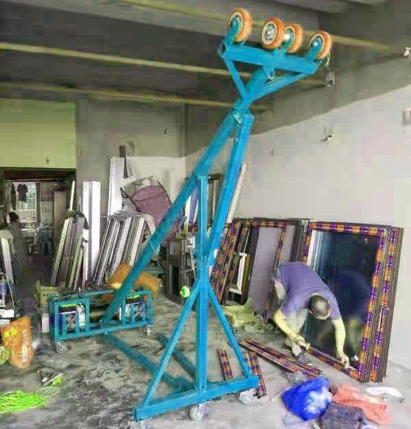 定做款门窗玻璃吊机1吨。